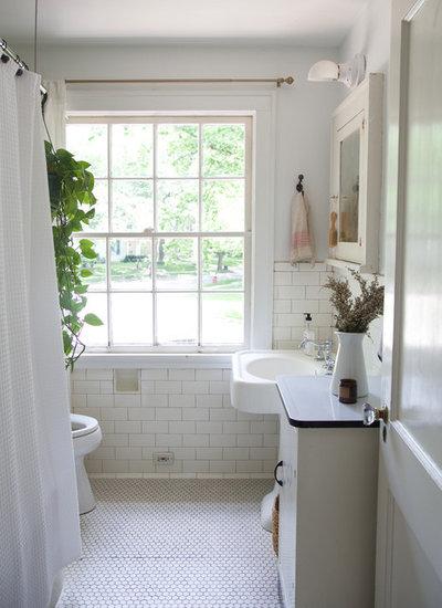 Cute Farmhouse Bathroom by Jordana Nicholson