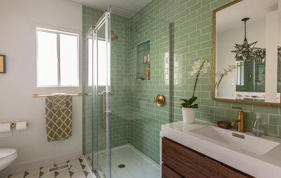 15 Bathrooms Personalized With Color and Pattern