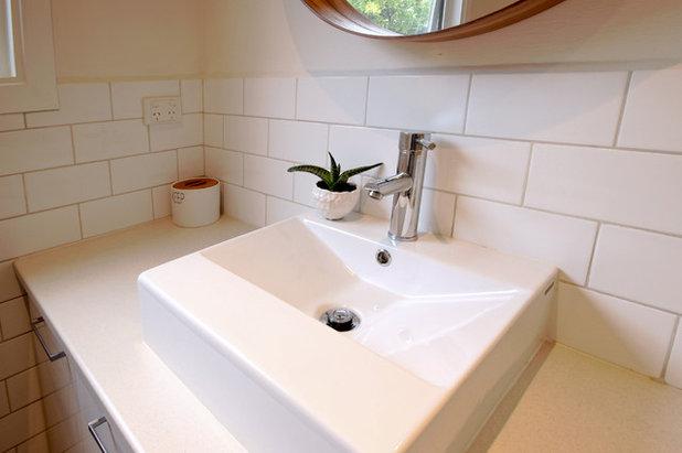 Midcentury Bathroom by Alle Siliga