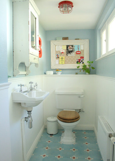 Shabby-chic Style Bathroom by Holly Marder