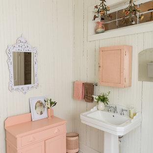 Imagen de cuarto de baño romántico con armarios con paneles empotrados, puertas de armario violetas, paredes blancas, suelo con mosaicos de baldosas, lavabo con pedestal y suelo blanco