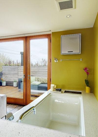 トランジショナル 浴室 by Andrew Snow Photography