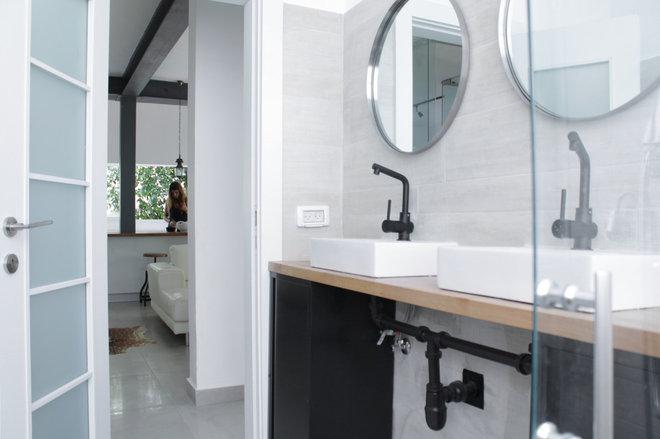 Contemporary Bathroom by Esther Hershcovich