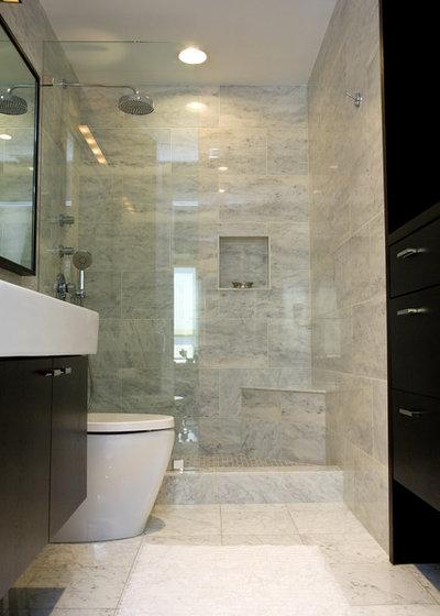 Modern Bathroom My Houzz: Global Art Inspires a Windy City Home