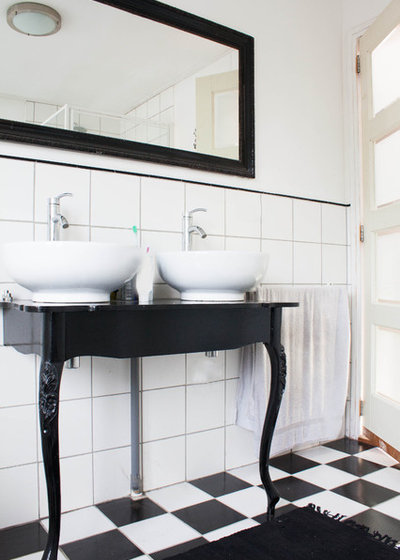 Eclectic Bathroom by Louise de Miranda. 12 Gorgeous Black and White Bathrooms