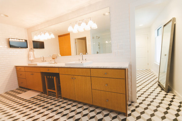 Midcentury Bathroom by Heather Banks