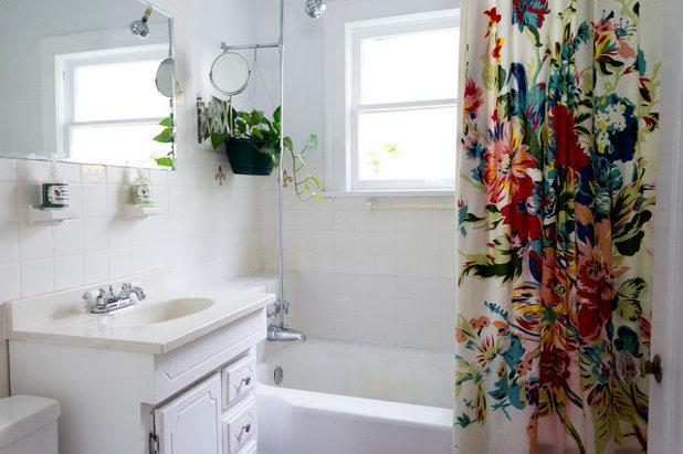 Simple Midcentury Bathroom by Jessica Cain
