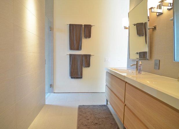 Modern Bathroom by Sarah Greenman