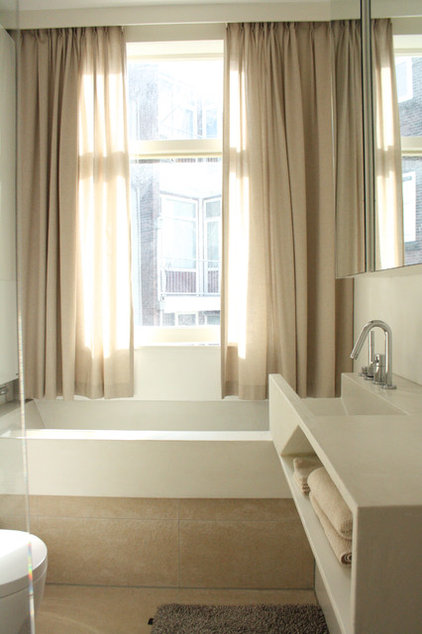 modern bathroom by Holly Marder