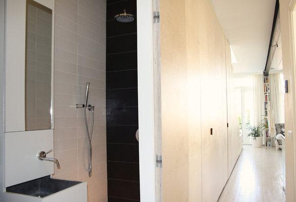 Modern Bathroom by Holly Marder