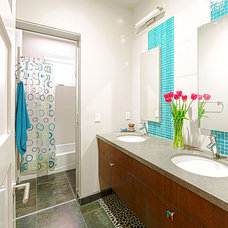 Contemporary Bathroom by Hoi Ning Wong