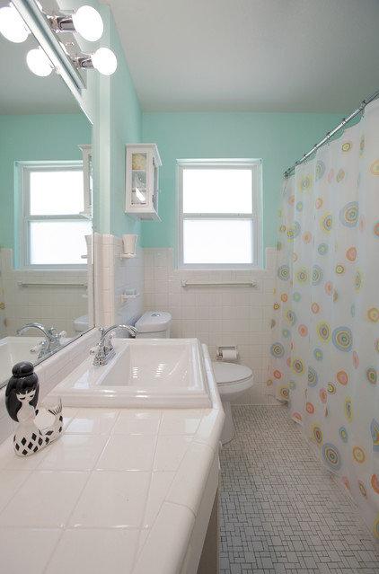 Transitional Bathroom by Lindsay von Hagel
