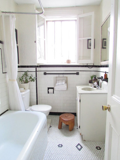 Farmhouse Bathroom by Jenn Hannotte / Hannotte Interiors