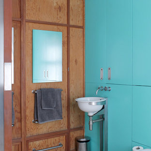Example of an eclectic bathroom design in London