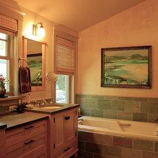 Craftsman Bathroom by Hoffman Grayson Architects LLP