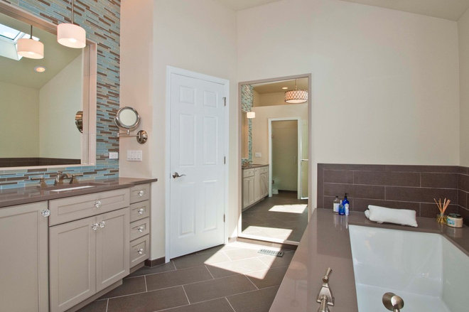 Contemporary Bathroom by RAHokanson Photography