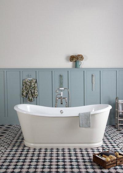 Farmhouse Bathroom by McCollum Interiors