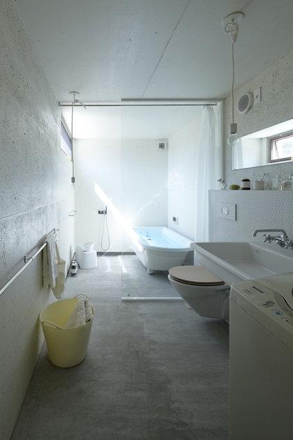 Modern Bathroom by no.555