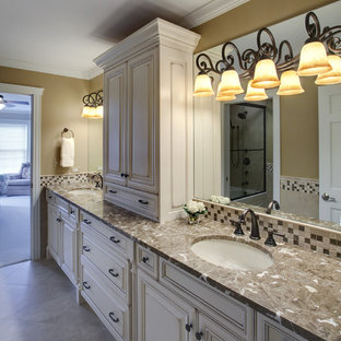Delicieux Example Of A Classic Mosaic Tile Bathroom Design In Chicago