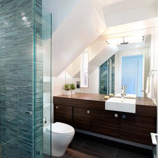 Esempio di una stanza da bagno contemporanea con lavabo da incasso, ante lisce, ante in legno bruno, top in legno, doccia alcova, piastrelle blu e piastrelle a listelli