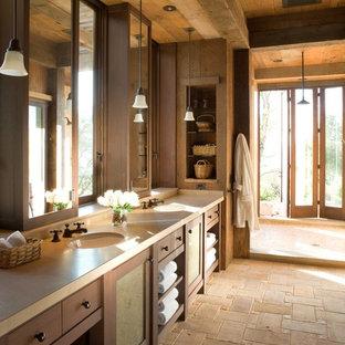 Rustikales Badezimmer mit offener Dusche, offener Dusche und beiger Waschtischplatte in San Francisco