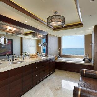 Exempel på ett stort modernt en-suite badrum, med ett undermonterad handfat, möbel-liknande, skåp i mörkt trä, ett platsbyggt badkar, en dubbeldusch, brun kakel, flerfärgad kakel, stenhäll, bruna väggar, travertin golv, marmorbänkskiva och beiget golv