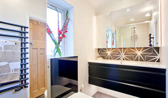 Narrow shower room with good storage