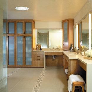 Idee per una grande stanza da bagno padronale contemporanea con lavabo sospeso, ante di vetro, ante in legno chiaro, top in granito, doccia ad angolo, piastrelle bianche, piastrelle di ciottoli, pareti bianche e pavimento con piastrelle di ciottoli