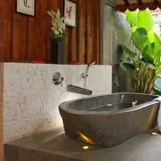 Asian Bathroom by YORDA