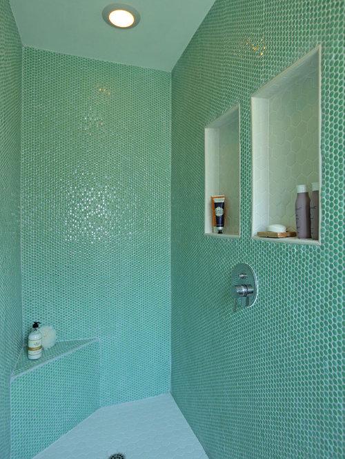 diseo de cuarto de bao principal vintage de tamao medio con lavabo