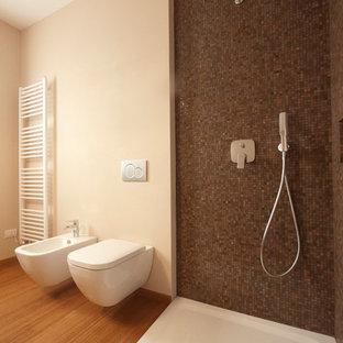 Arredo Bagno Con Mosaico.Bagno Con Piastrelle A Mosaico E Pavimento In Bambu Foto Idee