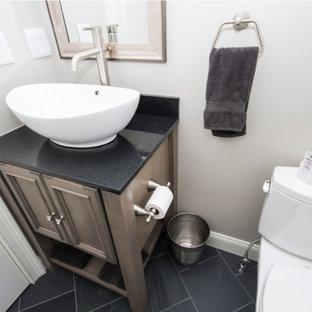 Ispirazione per una piccola stanza da bagno con doccia chic con consolle stile comò, ante con finitura invecchiata, WC a due pezzi, piastrelle nere, piastrelle in ardesia, pareti grigie, pavimento in ardesia, lavabo a bacinella e top in granito