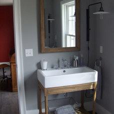 Farmhouse Bathroom by Kevin Quinlan Architecture LLC