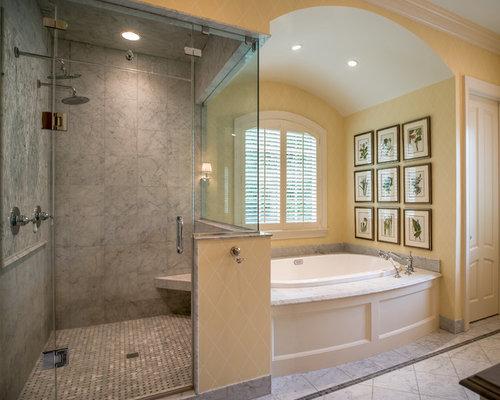 Traditional pictures arrangement bathroom design ideas for Bathroom arrangement designs