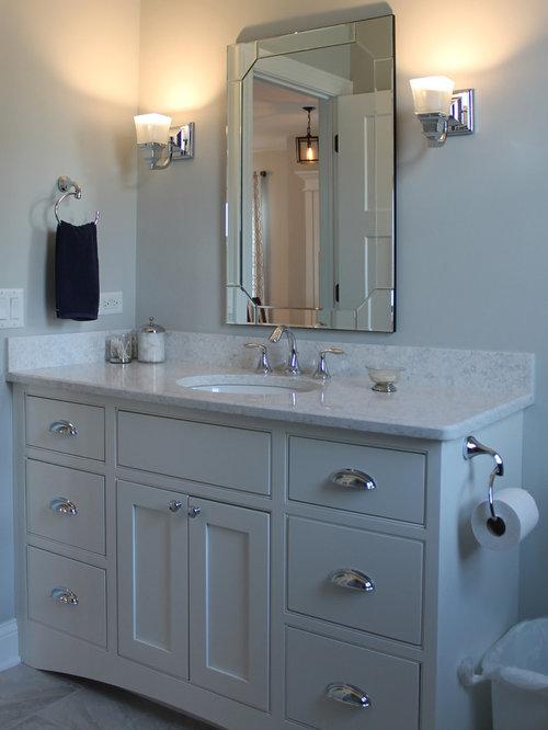 Small craftsman bathroom design ideas remodels photos for Small craftsman bathroom design