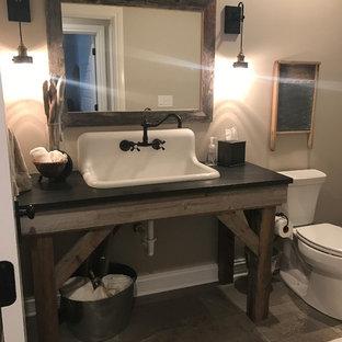 Ispirazione per una piccola stanza da bagno country con nessun'anta, ante con finitura invecchiata, WC a due pezzi, piastrelle multicolore, piastrelle in gres porcellanato, pavimento in gres porcellanato, lavabo sospeso e top in granito