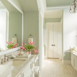 Réalisation d'une grande salle de bain principale méditerranéenne avec un lavabo encastré, un placard avec porte à panneau surélevé, des portes de placard blanches, un plan de toilette en quartz, un carrelage beige, carrelage en mosaïque, un mur bleu, un sol en travertin et une baignoire encastrée.