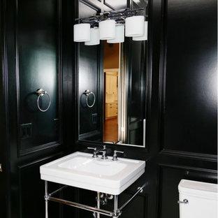 他の地域の小さいトランジショナルスタイルのおしゃれな浴室 (黒い壁、ペデスタルシンク、モノトーンのタイル、分離型トイレ、クッションフロア) の写真