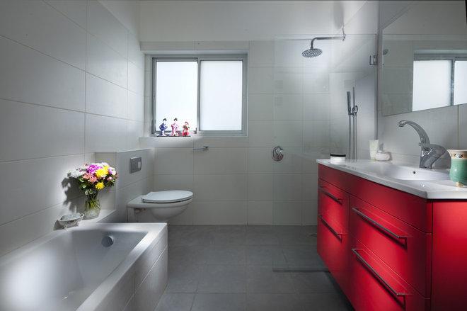 Contemporary Bathroom by lilach shahaf