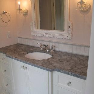Example of a classic bathroom design in Minneapolis