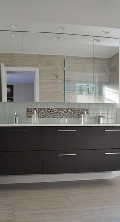 """New England Bathroom - Refreshing! This bathroom remodel displays Seta glazed porcelain 12x24 tiles for the floors and walls in Beige. The center of the backsplash showcases our mosaic Madreperla """"Mother of Pearl"""" Collection in the color Grigio."""