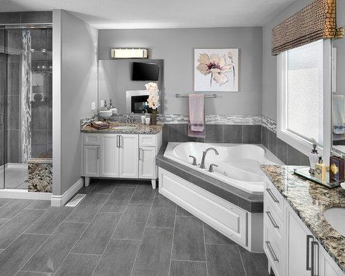 Salle de bain avec une baignoire d 39 angle et des carreaux - Petite salle de bain avec baignoire d angle ...