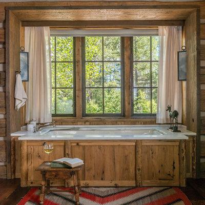 Mountain style master bathroom photo in Philadelphia with an undermount tub