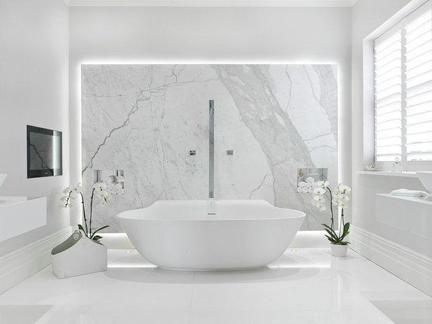 Contemporaneo Stanza da Bagno by BathroomsByDesign