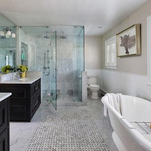 Ispirazione per una stanza da bagno padronale tradizionale con lavabo sottopiano, ante in stile shaker, ante nere, top in onice, vasca freestanding, doccia alcova, piastrelle bianche, piastrelle in pietra, pareti beige e pavimento in linoleum