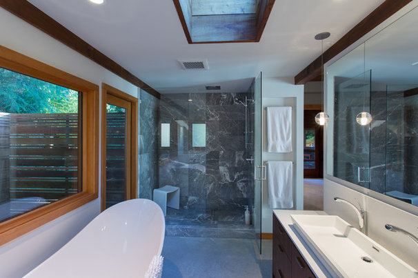 Midcentury Bathroom by Synthesis Design Inc.