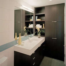 Modern Bathroom by Kaplan Architects, AIA