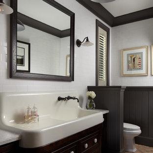 Foto di un'ampia stanza da bagno chic con ante nere, pavimento in mattoni, piastrelle bianche e piastrelle diamantate