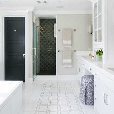Transitional master alcove shower photo in Orange County with an undermount sink, shaker cabinets, white cabinets, an undermount tub and gray walls