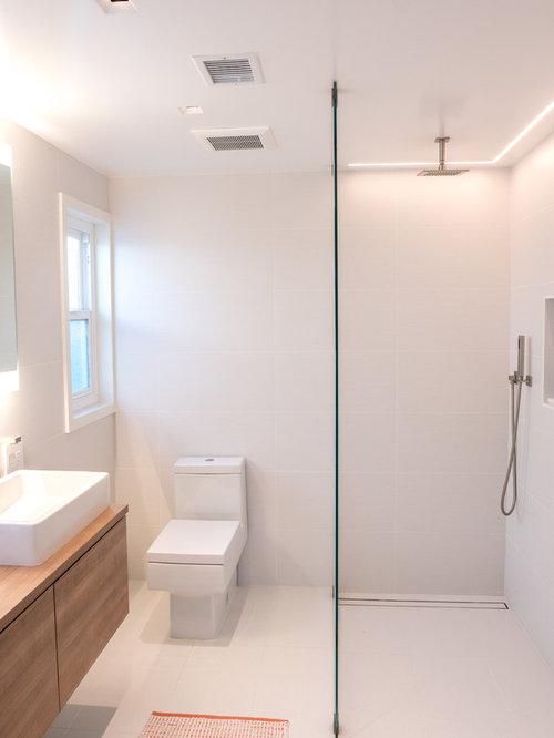 75 Huntington Bathroom with a Curbless Shower Design Ideas - Stylish ...